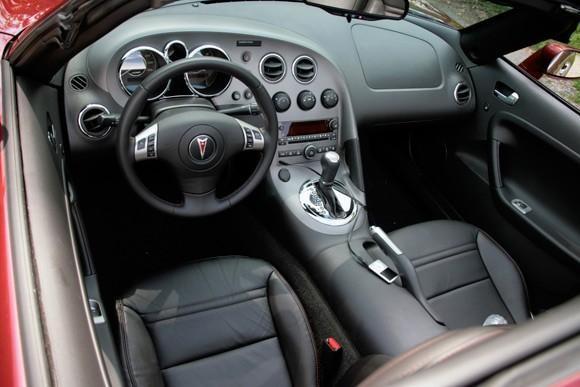 Черный салон, руль, консоль Pontiac Soltice
