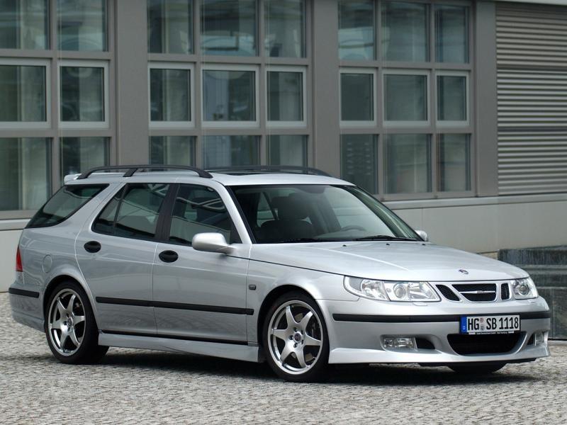 Серебристый Saab 9-5 Wagon вид сбоку