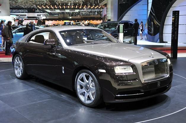 Серебристый Rolls-Royce Wraith 2014