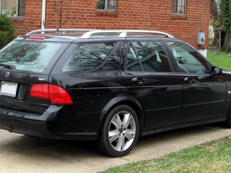 Черный Saab 9-5 Wagon вид сбоку
