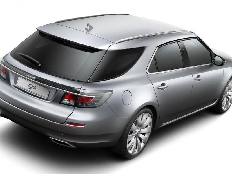 Серебристый Saab 9-5 Wagon, вид сзади