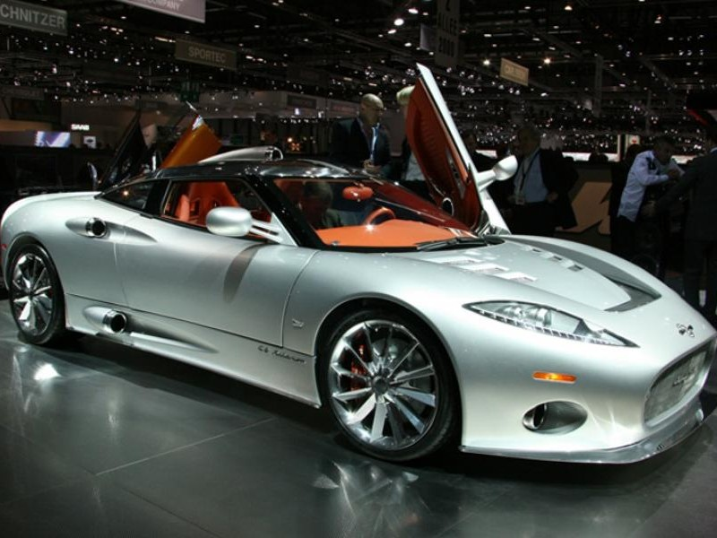 Серебристый Spyker C8 Aileron 2014 вид сбоку