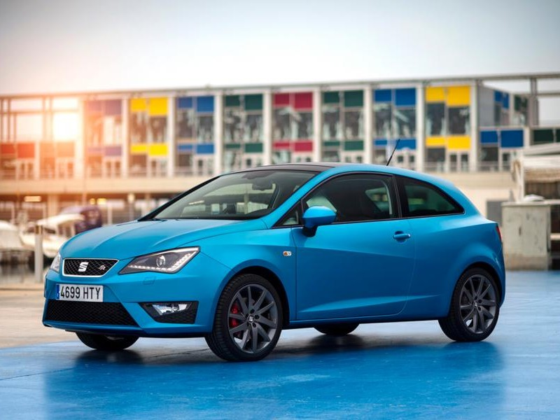 Синий хэтчбек Seat Ibiza I-Tech вид сбоку