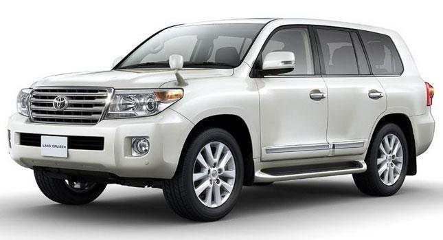 Белый внедорожник Toyota Land Cruiser 2014 вид сбоку