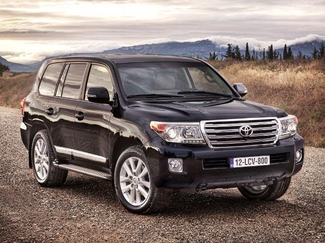 Черный Toyota Land Cruiser 2014