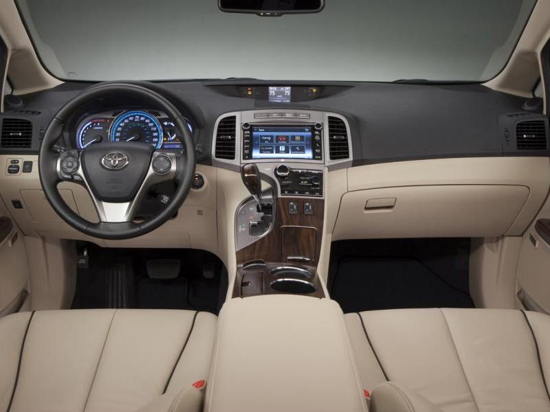 Бежевый салон, консоль, руль Toyota Venza 2014