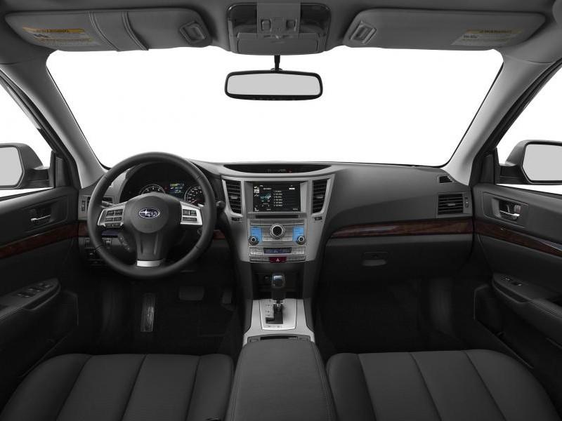 Черный салон Subaru Legacy 2014
