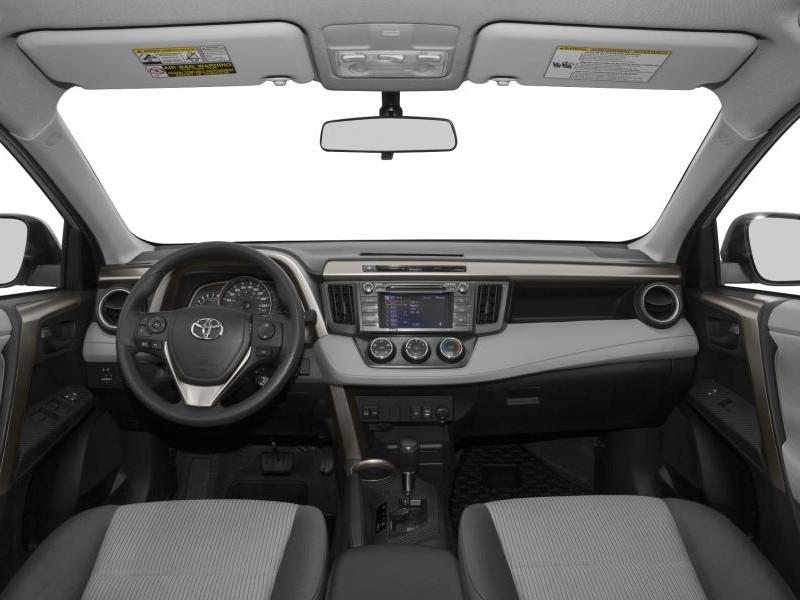 Салон кроссовера Toyota RAV4 2014