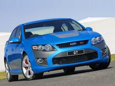 Синий седан FPV GT вид спереди