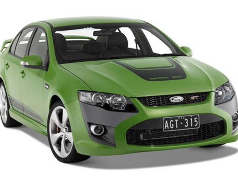 Зеленый седан FPV GT вид спереди