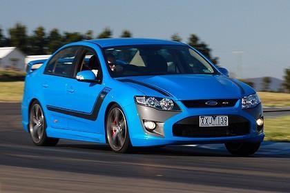 Синий седан FPV GT