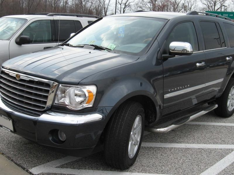 Черный Chrysler Aspen 2007