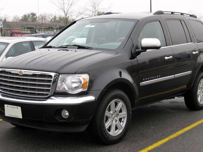 Черный Chrysler Aspen