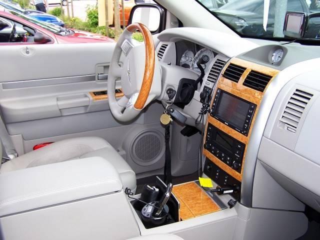 Салон, руль, консоль Chrysler Aspen