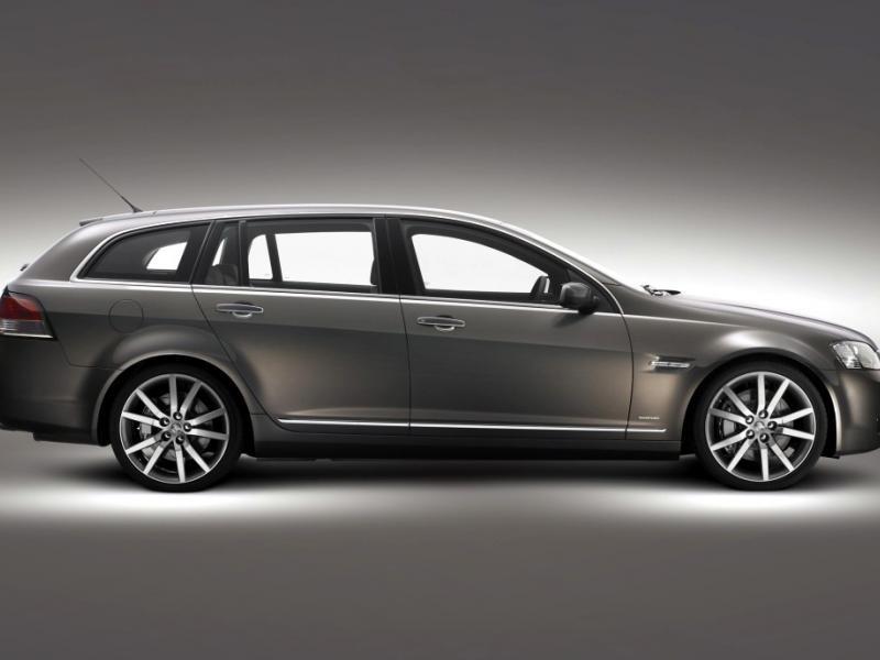 Серебристый Holden Sportwagon универсал вид сбоку
