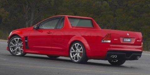 Красный пикап Holden Ute
