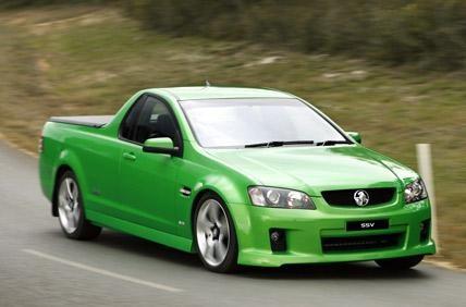 Зеленый пикап Holden Ute вид спереди