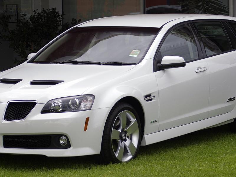 Белый универсал Holden Sportwagon
