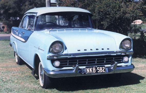 Синий седан Holden FB вид спереди