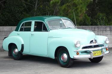Хэтчбек Holden FJ вид сбоку