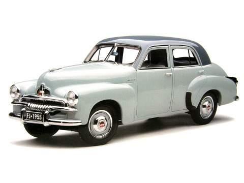 Серебристый хэтчбек Holden FJ вид сбоку