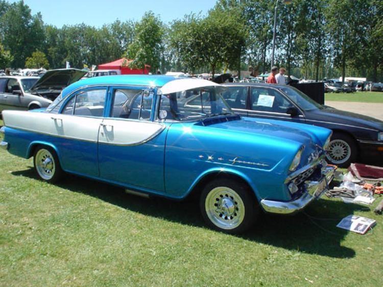 Синий седан Holden FB, вид сбоку