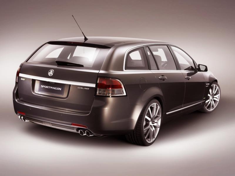 Серебристый универсал Holden Sportwagon вид сзади