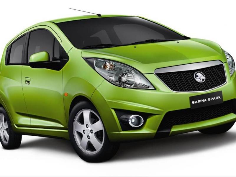 Зеленый Holden Barina Spark вид спереди