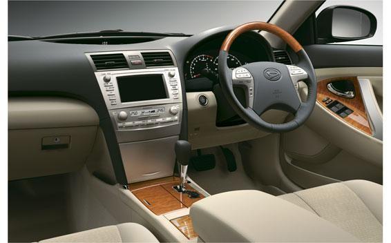Бежевый салон, руль, консоль, кпп Daihatsu Altis