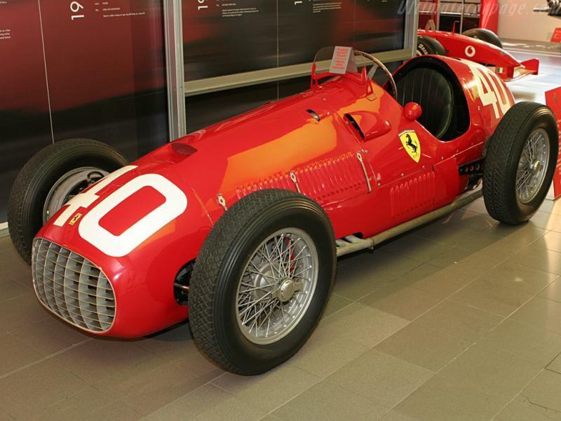 Красный Ferrari 166 F2, вид сбоку