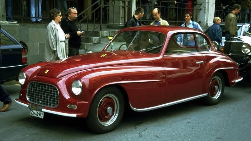 Красный Ferrari 166 Inter вид сбоку