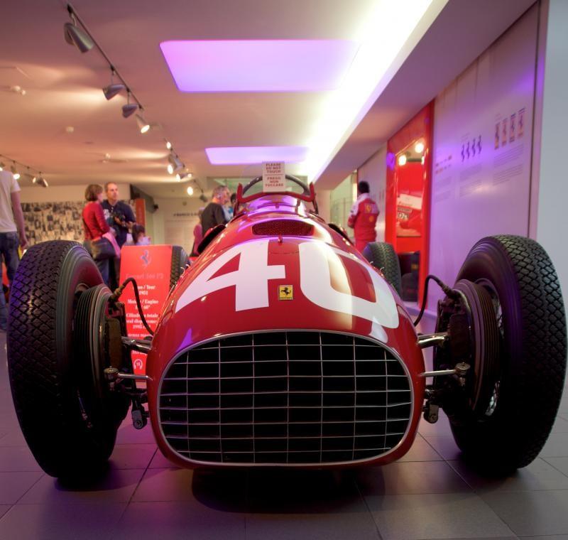 Красный Ferrari 166 F2, вид спереди