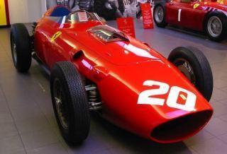 Красный Ferrari 166F2 вид спереди