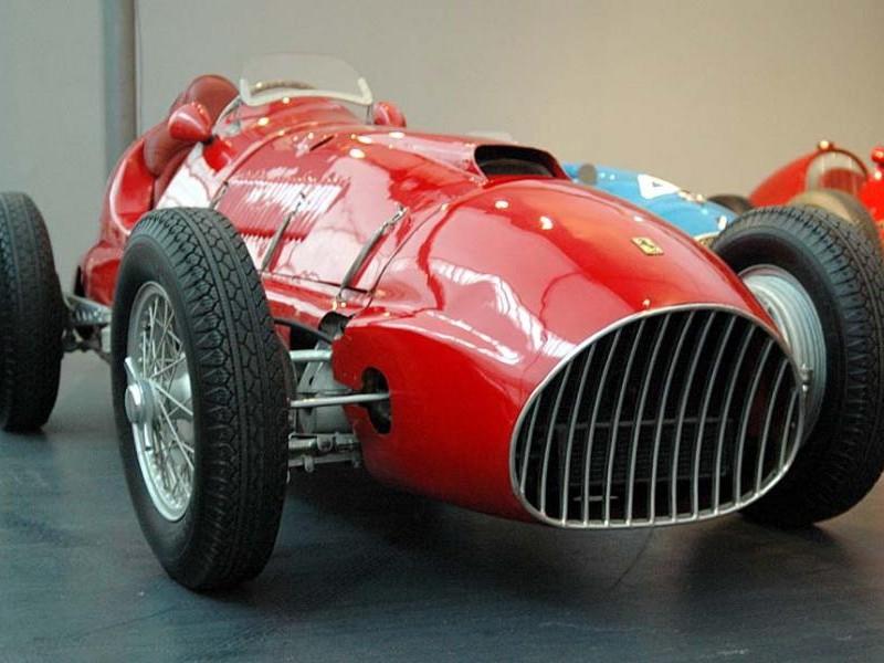Красный Ferrari 166 F2 вид спереди
