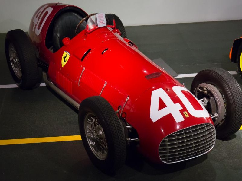 Красный Ferrari 166 F2