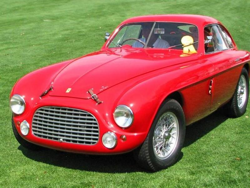 Красный купе Ferrari 166MM вид спереди
