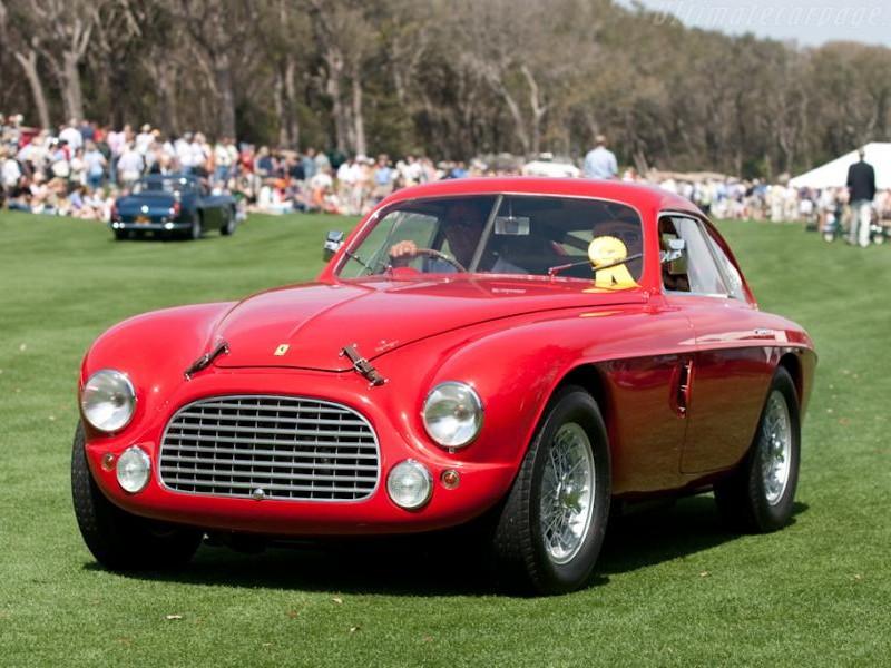Красный купе Ferrari 166 MM вид спереди