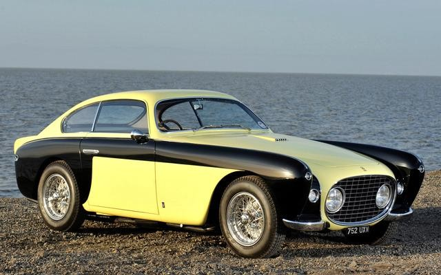 Черно-желтый Ferrari 212 Inter вид сбоку