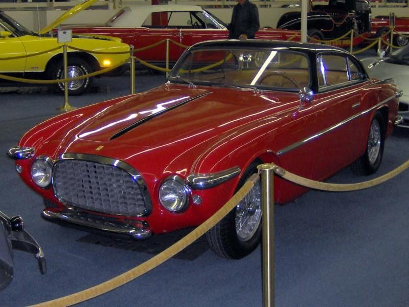 Красный купе Ferrari 212 Inter