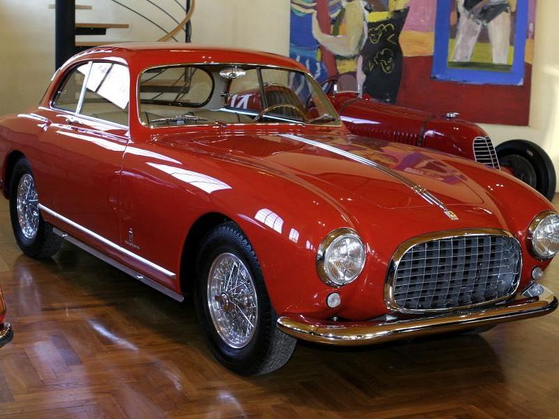 Красный Ferrari 212 Inter