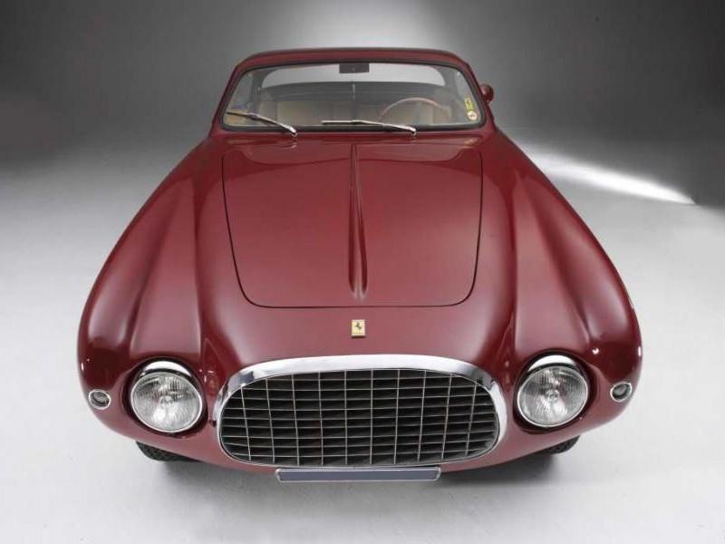 Красный купе Ferrari 212 Inter вид спереди