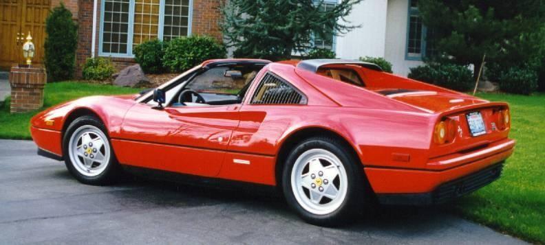Красный Ferrari 328 GTS вид сбоку