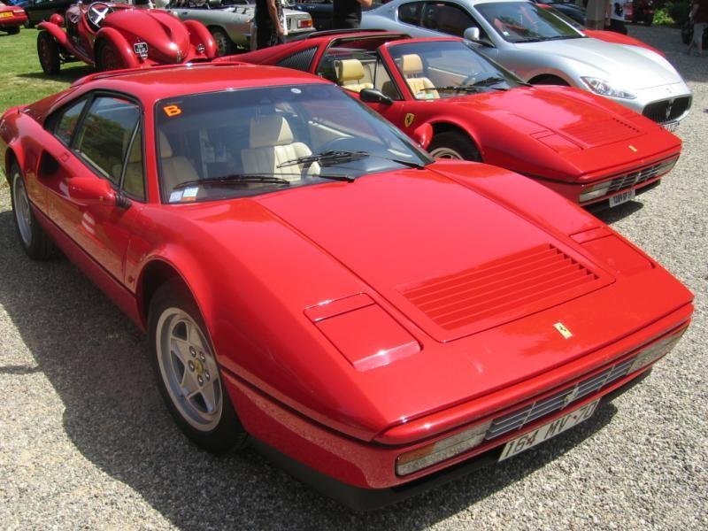 Красный купе Ferrari 328 GTS