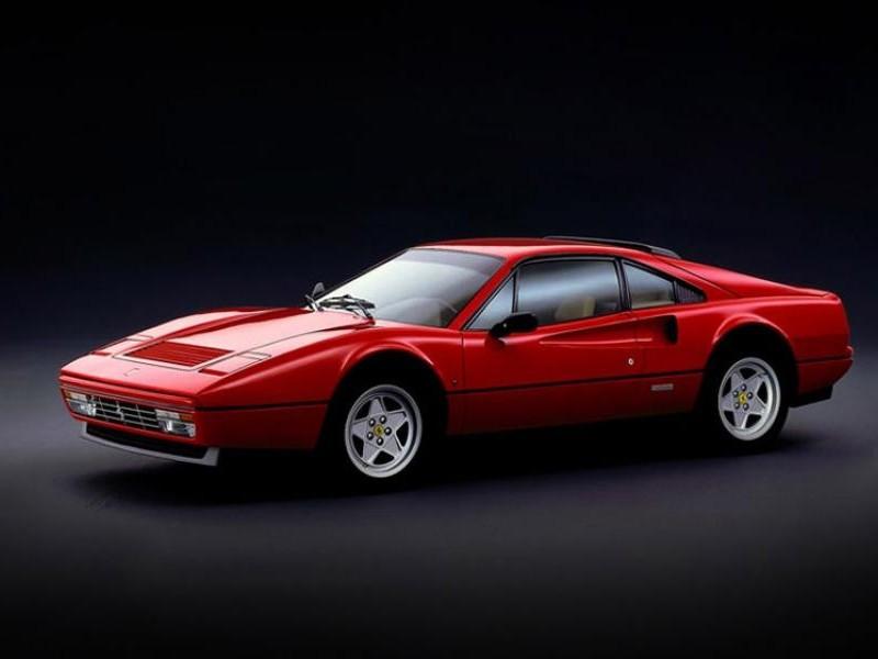Красный купе Ferrari 328 GTB вид сбоку