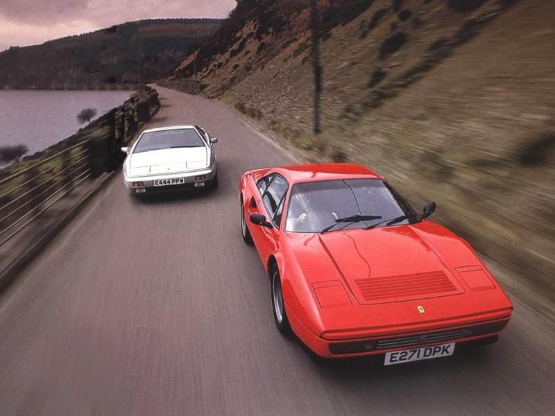 Красный и белый Ferrari 328 GTB