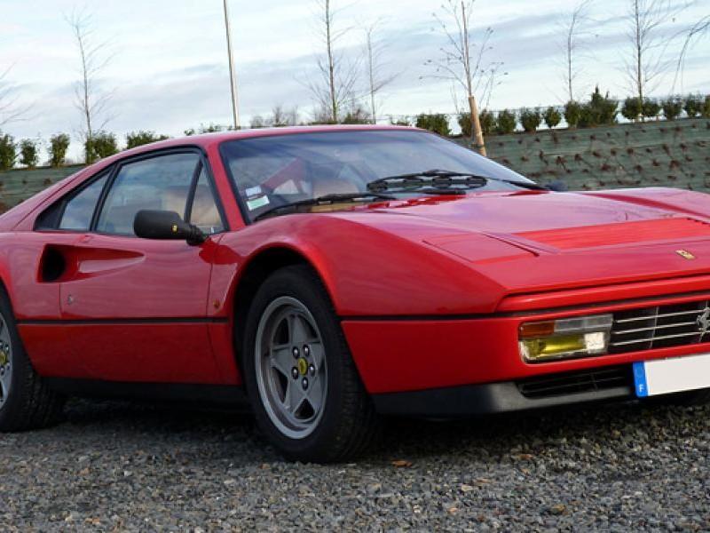 Красный купе Ferrari 328GTB