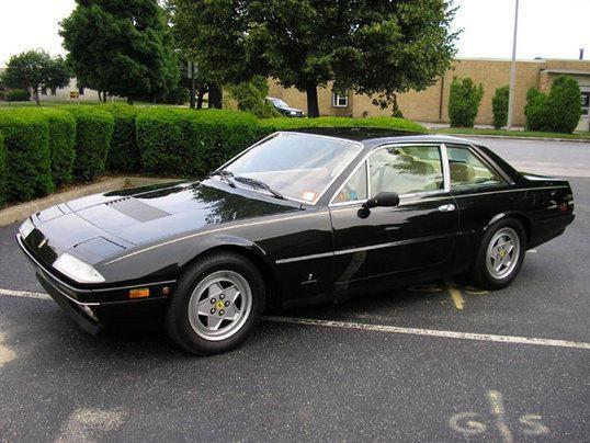 Черныйй Ferrari 412 вид сбоку