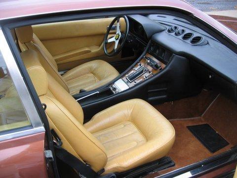 Бежевый салон Ferrari 400 Automatic
