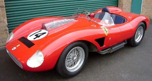 Красный кабриолет Ferrari 500 Testarossa