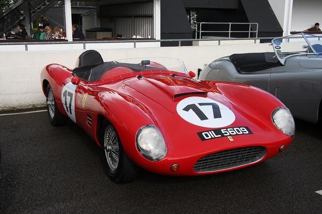 Красный Ferrari 860 Monza вид спереди